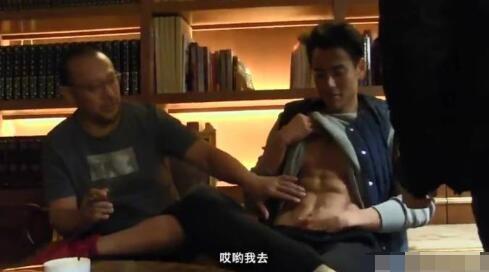 美国爱康:偷摸彭于晏腹肌,犯花痴的姜文请你克制一点!